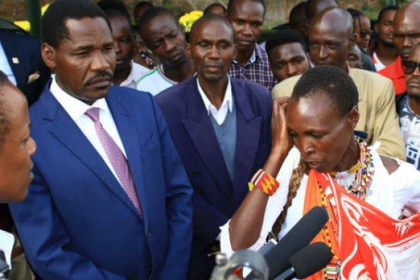 Cabinet Secretary for Agriculture, Hon.Peter Munya (left)