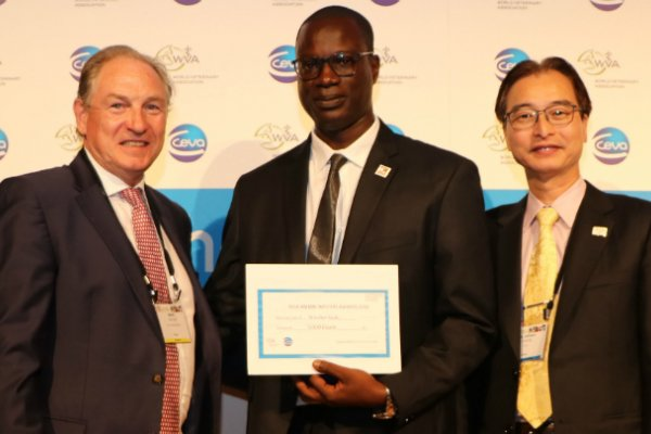Dr Mactar Seck receiving award