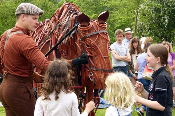 War horse meets young Brooke supporters