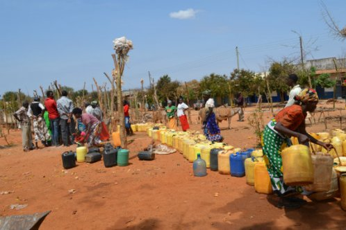 Collecting water during Kenya drought